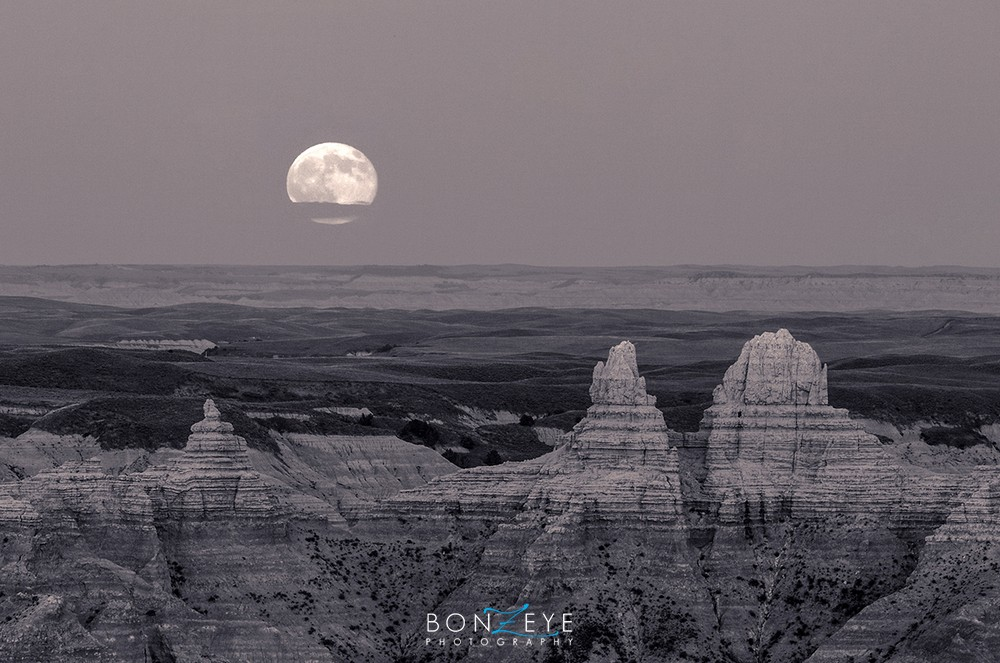 _0018_Badlands_moon_with_Kelcy_072